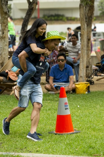"""Wife"" carrying competition at the Children's Festival in Darling Harbour"